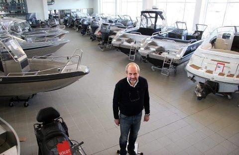 BIL OG BÅT: Per Molund på Biltrend selger unna båter til nordmenn som har innsett at det ikke blir sydentur i år.