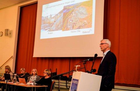 Konsernsjef i Eidsiva Energi AS, Øistein Andresen, på besøk hos kommunestyret i eierkommunen Østre Toten.