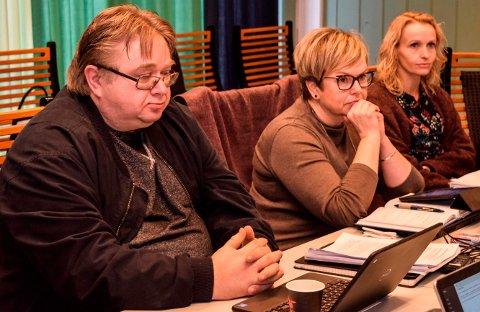 SPLITTET:  Varaordfører Lene Melbye (i midten) fant flertall sammen med opposisjonen for å fjerne eiendomsskatten på næring. Ordfører Guri Bråthen (t.h.) og Kjetil Bakken (Ap) kom i mindretall.