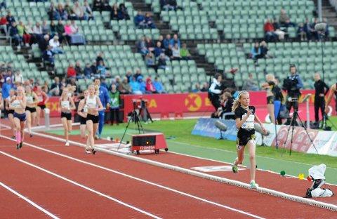 Malin Hoelsveen utklasset landets beste 14- og 15-åringer på Bislett torsdag kveld.