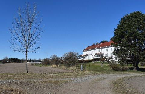 SOLGT: Storgarden Fodstad Østre på Lena er solgt for 12,75 millioner kroner. Onsdag ble kjøperen innvilget konsesjon.