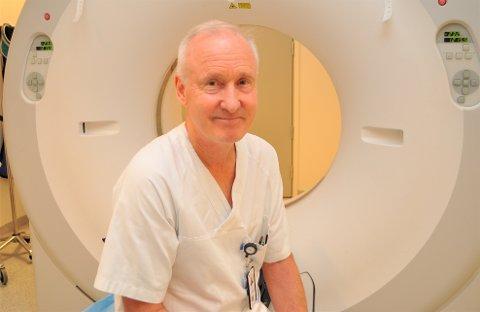 NY ONKOLOG I GJØVIK: Arne Kolstad har vært overlege ved Radiumhospitalet i 18 år. I sommer begynte han onkolog i Sykehuset Innlandet, og jobber blant annet ved Stråleenheten på Gjøvik en dag i uka.
