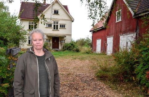 SØRGER: Berit Granberg og hennes søskenbarn som solgte huset foreldrene deres vokste opp i kjenner på sorg etter vedtaket som tillater huset revet.