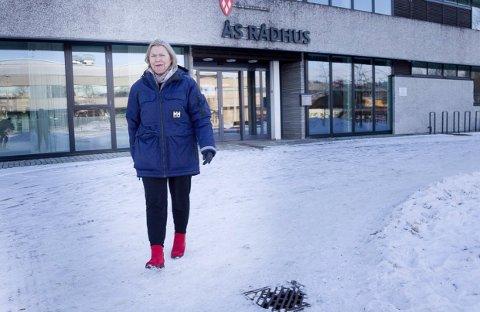FORTVILER OVER VAKSINEMANGEL: Kommuneoverlege Sidsel Storhaug syns det er fortvilende at de gamle som trenger vaksine ikke får.