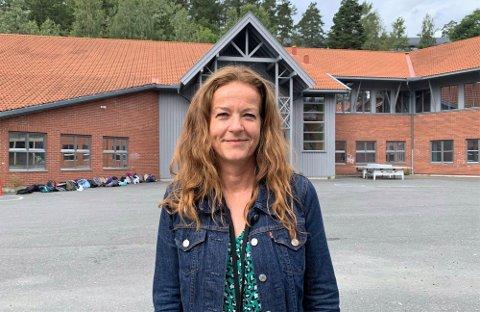 IMPONERT: Rektor Cathrine Von Porat på Sjøskogen skole er imponert over hvordan de eldste elevene gjennomførte selvtestingen.