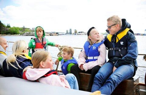 Familien Klaastad-Johannessen fra Stavern hadde tatt turen til Sjøfartsmuseet, og fikk en flott tur på sjøen med Frithjof.