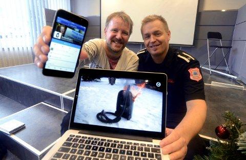 Østlendingens Tor Bergebakken (til venstre) og Anders Øverby, branninspektør fra Forebyggende avdeling Midt-Hedmark brann- og redning IKS, er overveldet over responsen for den forebyggende videoen om brannvern i julestria. (Foto: Anita Høiby Gotehus)