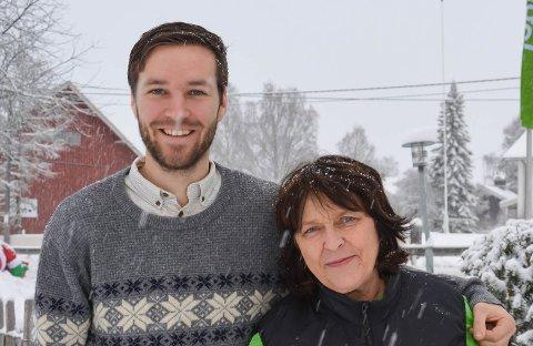 MED HJERTE FOR HERADSBYGD: Kaare Wilberg Arnesen(28)  ble plutselig skuespiller da næringslivet i Heradsbygd bestemte seg for å gjøre noe annet. Det er tante Mari Kramprud Arnesen glad for.
