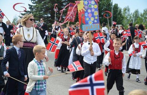 FINT VÆR: Det er bare å finne fram solbrillene og kneppe opp skjorta, for høytrykket dominerer hele Sør-Norge på nasjonaldagen.