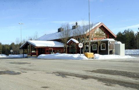 TIL SALGS: Husum kontrollstasjon i Løten er til salgs.