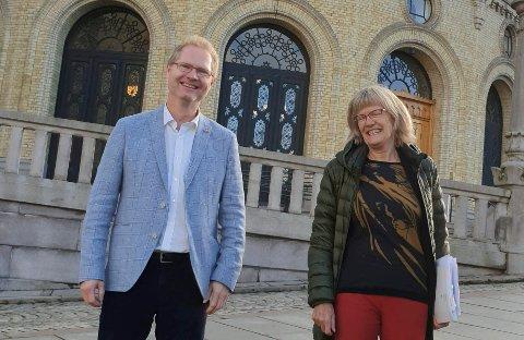 PÅ PENSJONISTENES PARTI: Stortingsrepresentantene Tor Andre Johnsen (Frp) og Karin Andersen (SV) kjemper begge for et nytt pensjonsforlik.