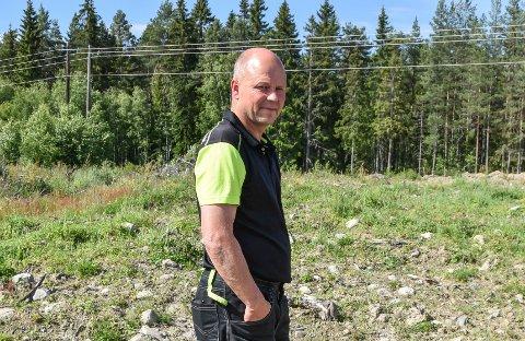 KRITISK: Bård Svehaugen er nabo til Heggvin, der det er planer om utvidet mottak av radioaktivt avfall i tillegg til ny næringspark.