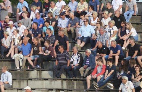 16. mai: Over 500 tilskuere på Pors samtidig som Odd spilte sin 16. mai-kamp hjemme mot Sandefjord. Bør Odd og Pors egentlig spille hjemmekamper samtidig?