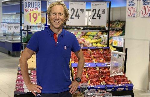 SPREK KJØPMANN: Kristian Skogen er blant de sprekeste kjøpmennene i Rema 1000. 39-åringen er tilbake på jobb etter Ironman København, noe stiv og støl i låra, men ellers i fin form.
