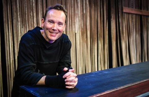 Skuespiller Haakon Strøm har stemmen til Fantorangens bestevenn Pivi. Barnetv-programmet vises i bakgrunnen i den siste James Bond-filmen. Nå er han også aktuell med en rolle i Nordland Teaters siste oppsetning.