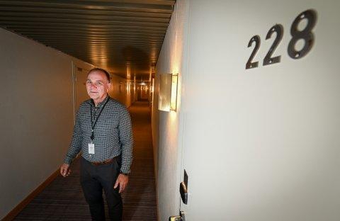 Scandic Meyergården hotell er beredskaps- og koronahotell. Her har de isolert en egen fløy med egen inngang til folk i isolasjon. Hotelldirektør Ove Bromseth forteller at det har gått greit de siste månedene.
