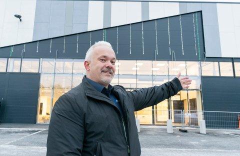 HER BLIR DET BUTIKK: Megaflis kommer til Hvervenmoen i 2020. Salgssjef Dan Holm har store forventninger.