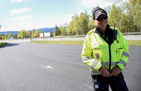 KONTROLLØR: Vidar Burud i Statens vegvesen hadde en rolig dag langs E16 i Hole onsdag.