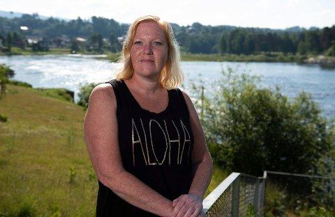 BLE REDD: Tamara Nygård ble redd da en vannscooter kom veldig nære sønnen og de andre som badet ved land i Tyrifjorden.