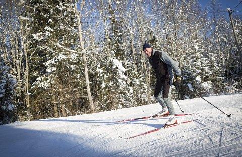 Glad i naturen: Fet-ordfører John Harry Skoglund liker seg best ute – og aller helst på fjellet. Men mulighetene på Fet er også unike, ifølge ordføreren. Her på skitur ved Hvaltjern. Alle Foto: Lisbeth Andresen