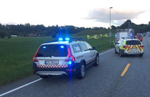 TO OMKOM I TRAFIKKULYKKE: Ulykken skjedde på fylkesvei 120 ved Ukkestad i Nannestad.
