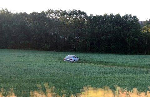 INGEN SKADD: Bilen skal ha kjørt av veien ved Strømsenga for å unngå kollisjon.