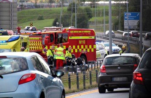 DØDSULYKKE: En mann i 50-årene fra Romerike omkom i trafikkulykken på E6 ved Hvam søndag ettermiddag. Foto: Jon Theodor Hauger -Dalsgard