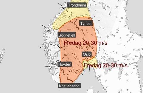ADVARER: På Østlandet er det sendt ut oransje farevarsel for fredagen. Nå oppfordrer meteorologene folk å holde seg innendørs når det står på som verst.