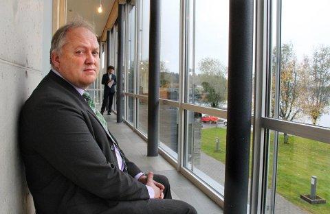 John-Erik Vika, ordførere i Eidsvoll kommune, omtaler hendelsen som meget alvorlig. Ved omsorgsboligen er samtlige beboere i risikogruppen, da de er over 65 år.
