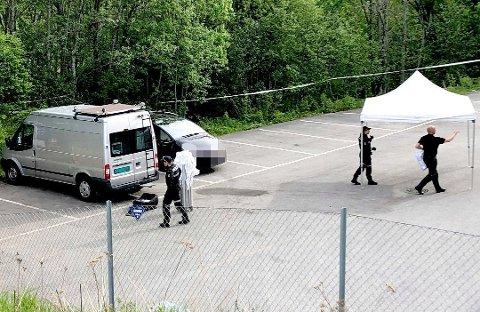 FUNNET HER: Kristian Løvlie (34) ble funnet død i denne bilen tidlig om morgenen den 28. mai i år. En mann i 40-årene er siktet for å stå bak drapet. Foto: