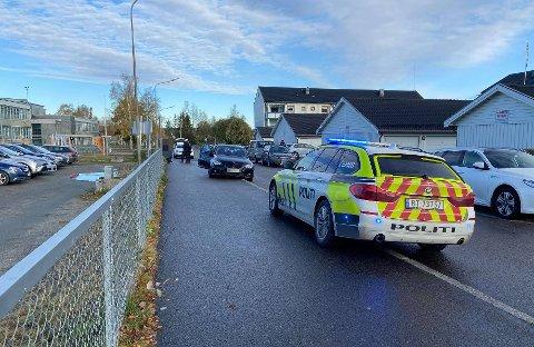 BLIR FULGT OPP: 17-åringen som stakk av etter å ha stanset bilen her, blir fulgt opp av politiet og etterforskes nå for flere forhold etter biljakta.