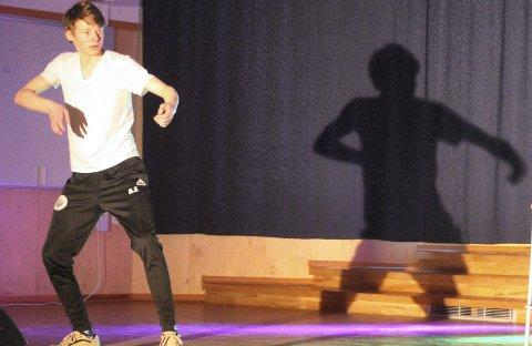 Popping: Are Helgessønn Eimstad er 17 år og danser popping. Han har opptrådt i flere sammenhenger, og har forsøkt seg i Norske Talenter i tillegg til Festival Tussilago som var i mars. Kanskje kan du oppleve han på nytt neste år. Arkivfoto