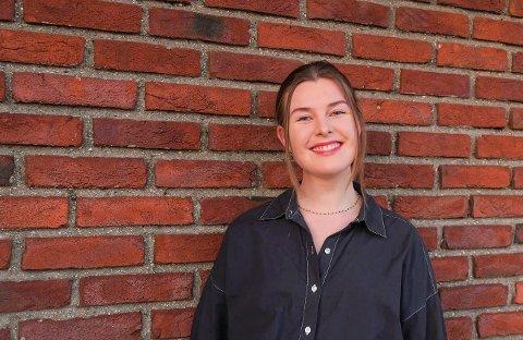 ETT ÅR BLE TIL FIRE: Sandefjordingen Louise Hunskaar Abrahamsen (23) flyttet til Frankrike i 2017, for å forbedre fransken sin. Nå snakker hun flytende fransk, og bor fortsatt i Frankrike. – Det ene året jeg skulle bo her har snart blitt til fire, sier hun.