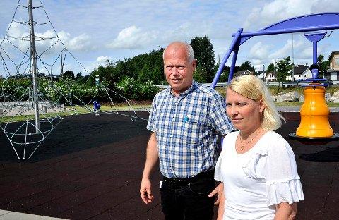 TRYGT: – Dette blir en trygg arena for sykkelopplæring i et reelt trafikkbilde, sier Lars Trætteberg, administrasjonssjef ved Inspiria Science Center, og fylkespolitiker Elin Tvete (SP).