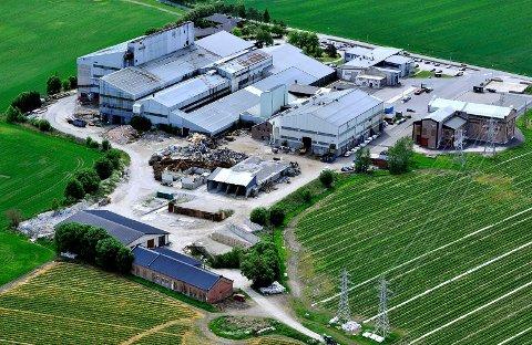 UTVIKLES VIDERE: Eierne av det tidligere smelteverket jobber med konkrete planer både for nye etableringer og rehabilitering av bygningsmassen.