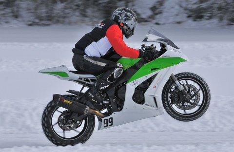 Thomas Anker Iversen fra Askim overskred gjeldende verdensrekord i bakhjulskjøring på motorsykkel på Setten, men rekorden kunne ikke godkjennes offisielt da det ikke var elektronisk tidtaking.