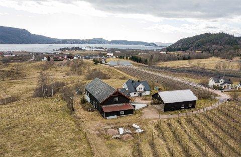 SOLGT: Etter lang tid er det endelig offisielt for Per Lauvstad: Nedre Eik Gård er solgt til Drammen kommune.