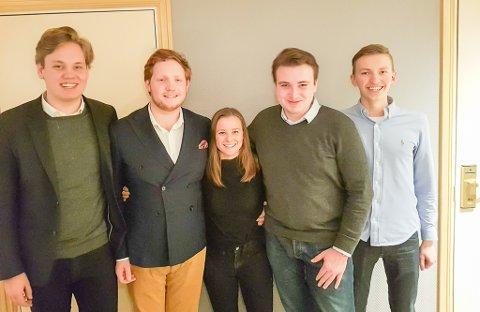 SLÅR SEG SAMMEN: Unge Høyre i Telemark og Vestfold har bestemt seg for å slå seg sammen i løpet av høsten. På bildet Fredrik Halsen, Marius Roheim Johnsen, Karoline Aarvold, Herman Sannerholt og Kristoffer Ryen Skullerud.
