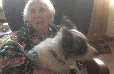 GODE VENNER: Gerd var glad i Wilma, og fikk god kontakt med hunden. Hun hadde selv hatt hund i mange år.