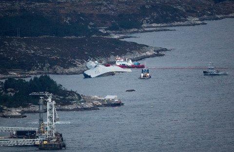 """Den norske fregatten """"KNM Helge Ingstad"""" som natt til torsdag kolliderte med tankskipet """"Sola"""" nær Stureterminalen i Øygarden."""