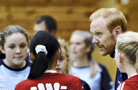 Kenneth André Leren ledet Kristiansund Fotball til seier i Dahle Cup i klassen jenter 13 år. Foto: Sofie Edøy