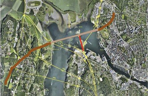 BILDETEKST: En  vippebru eller senketunnel fra midten av jernbanebrua over til Kaldnes nord vil gi en fin T-forbindelse mellom Nøtterøy, Vear og byen.