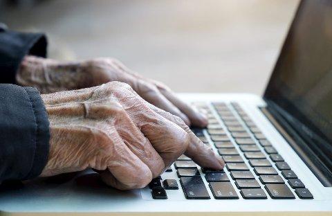 TRØBBEL: 400.000 nordmenn er ikke på nett, mens 810.000 er dårlige nettbrukere. De som vil, må få «lønnsslippen» sin på papir i posten. Foto: Shutterstock Bildetekst Bildetekst