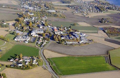 BYSENTRUM: Veidekke og Format Eiendom vil utbygge Borgheim Syd, jordet mellom brannstasjonen og Sannebekken. Området strekker seg fra Kirkeveien i vest til Semsveien i øst.
