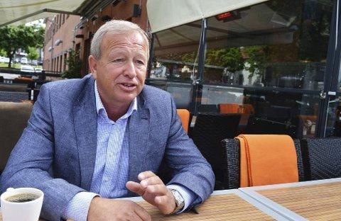FORNØYD: Paparazzi-eier Gunnar Hjelmtvedt og flere andre restauranter har tapt mye på skjenkestopp.