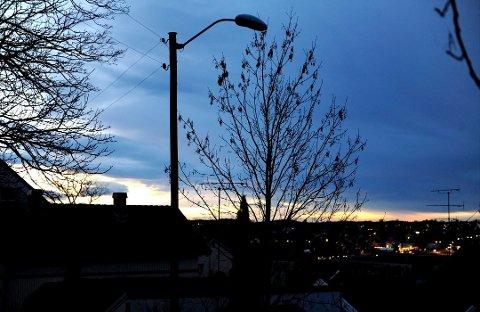 MØRKT: Hvor ble gatelyset av? Vi er inne den mørke tiden hvor manglende lys merkes godt. Illustrasjonsfoto: Kirvil Håberg