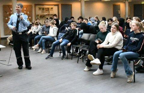 Morten Tobiassen under tirsdagens foredrag for 9. klassingene på Lyngmyr ungdomsskole.