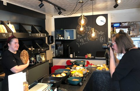 Den ferske bakeren ble avbildet av kollega Janne Lindland og fikk mye oppmerksomhet i dag.