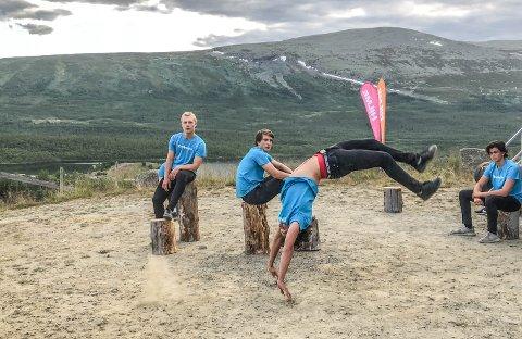 Sprekt: Øystreslidring Julian Finnbråten Steinsrud med et spenstig hopp.