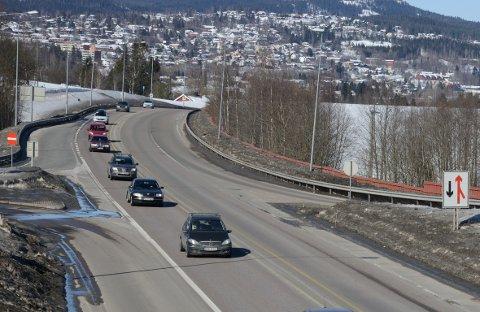 INGENKØ: Andre påskedag  ettermiddag går trafikken jevnt sørover på riksvei 4, men det er ikke meldt om kødannelse.